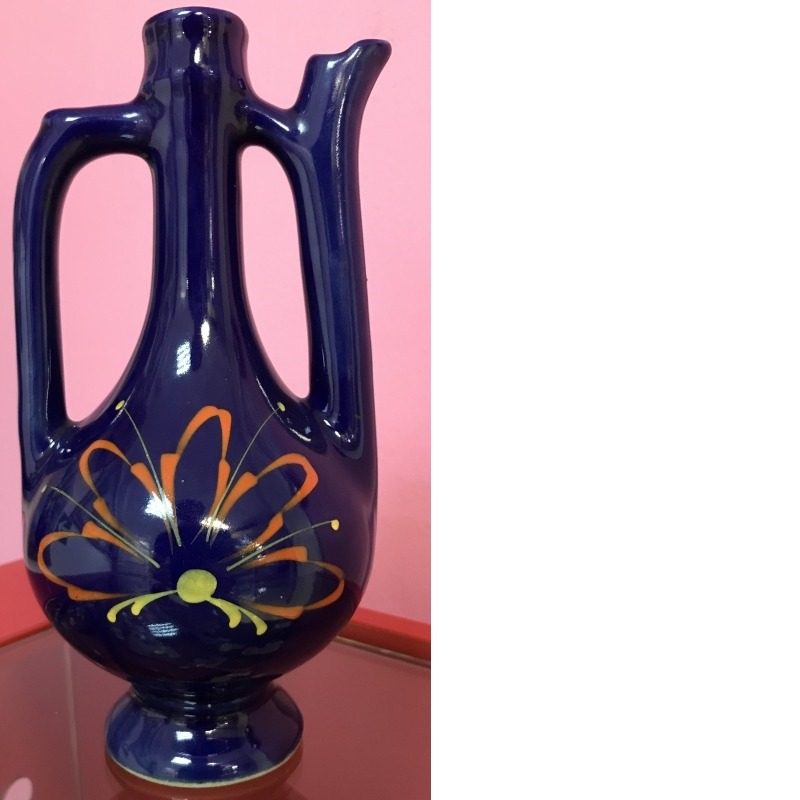 Фарфоровый кувшин с цветком(синим цветом)
