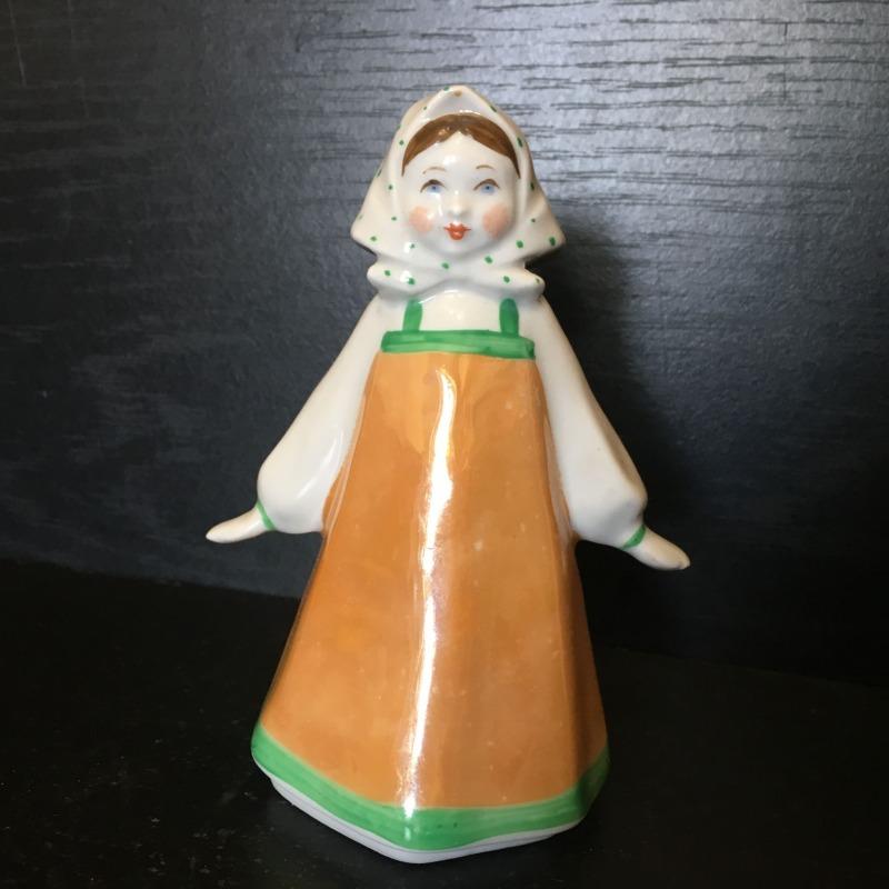 Фарфоровая статуэтка Дулево девушка в платочке