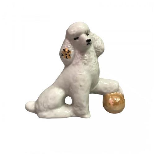 Фарфоровая статуэтка «Пудель с мячом»