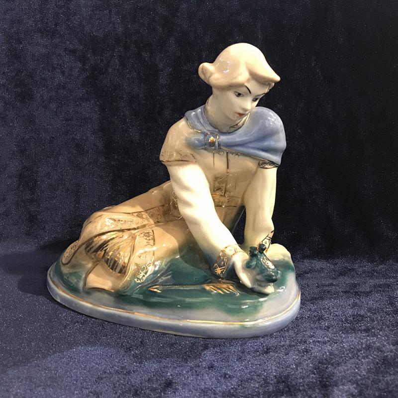 Фарфоровая статуэтка Гжель Иван царевич и царевна лягушка