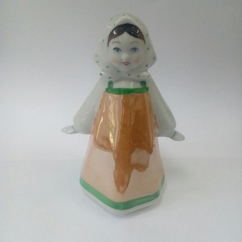 Фарфоровая статуэтка «Девочка в платочке»