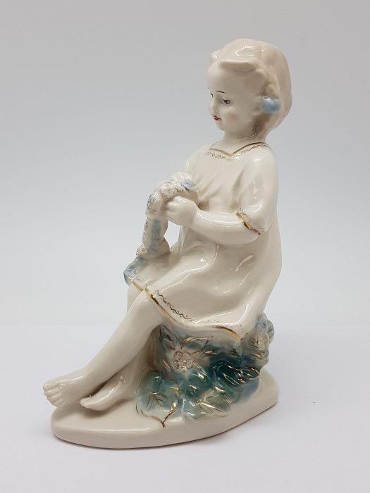 Фарфоровая статуэтка Девушка с венком