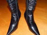 Женские кожаные сапожки на высоком каблуке