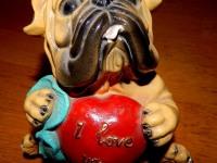 Статуэтка-копилка бульдог с сердечком (керамика)