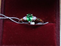 Кольцо с 1 зел. камнем+брилл. 2 шт кр-57 0,08ct Золото 585 (14K) вес 1.70 г