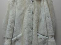Шуба норка, молочрго цвета, короткая, с капюшоном (№86)