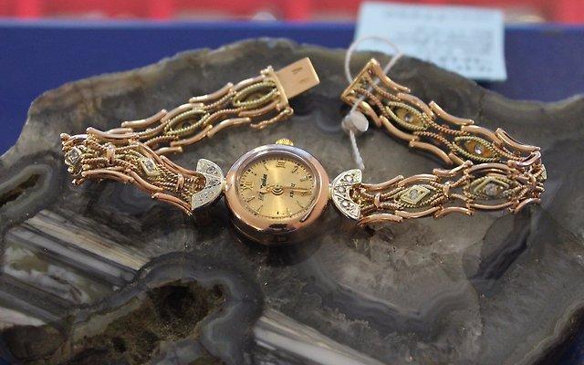 Часы жен. с браслетом ск. Золото 585 (14K) вес 17.74 гр.