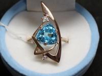 Кольцо с голубым  и белым камнем Золото 585 (14K) вес 4.98 г
