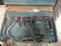 Отбойник Makita HM1202C в зеленом кейсе