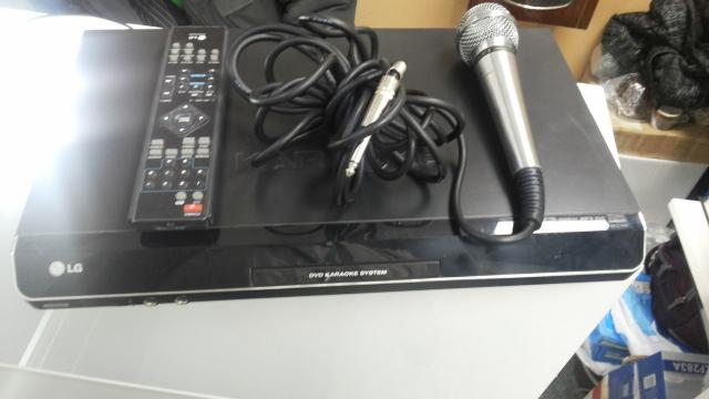 DVD плеер с караоке LG DKS-7600Q