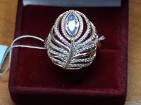 Кольцо с 1 голубым камнем+белые камни. Золото 585 (14K) вес 5.30 г