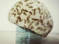 Шапка с леопардовым рисунком