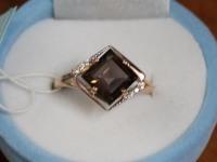 Кольцо с камням под гранат + фианиты. Золото 585 (14K) вес 3.44 гр.
