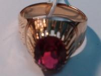 Перстень с красным камнем Золото 585 (14K) вес 5.85 г