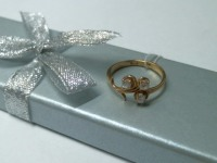Кольцо с камнями вес 2.13 г