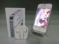 Телефон Apple iPhone 4S в коробке + з/у, наушники, руководство