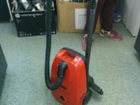 Пылесос Bosch 1700W красный