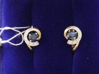 Серьги 1 пара. камни тёмно синие 2 шт. Брилл. 12 шт кр-57 0,04ct. Золото 585 (14K) вес 2.81 г