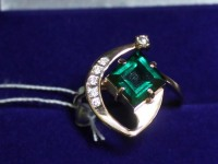 Кольцо  ск (зелёный камень) Золото 585 (14K) вес 4.03 гр.